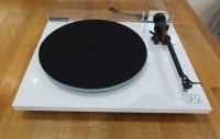 Rega Planar 2 Turntable White (Ex Demonstration)