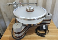 Clearaudio Innovation Turntable   Silver Wood Finish - Ex Demonstration