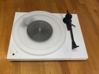 Pro-Ject Debut Carbon Esprit SB DC Turntable White - B Grade (Tatty packaging only) 013413