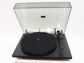 Pro-Ject Primary E Turntable - With Ortofon OM5e Fitted - B Grade Damaged Box (016568)