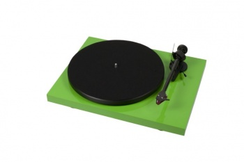 Pro-Ject Debut Carbon Phono USB DC Turntable