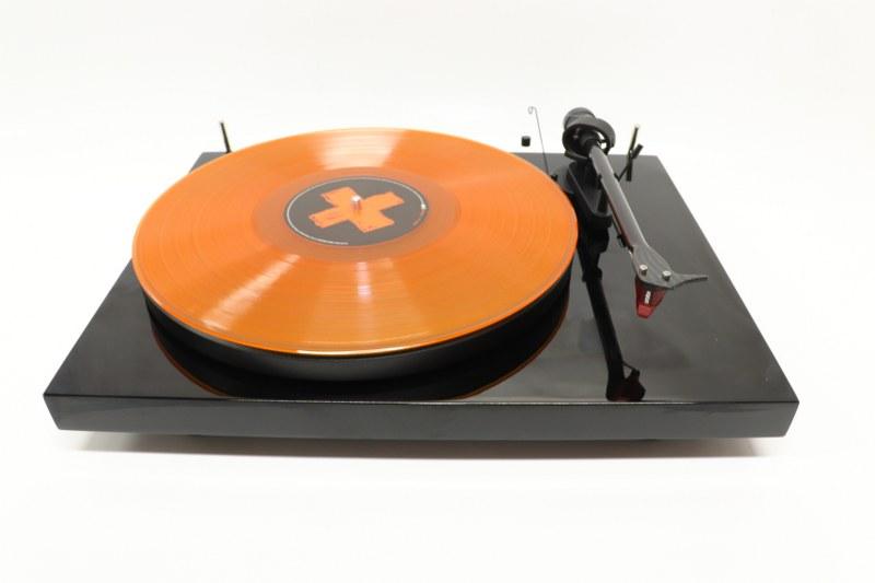 Pro-Ject Debut Carbon Phono USB DC Turntable Black (Ex Demonstration) -  004685