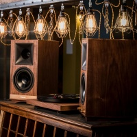 Klipsch The Sixes Luxury Powered Wireless Monitor Speakers