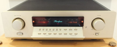 Accuphase DC-300 Pre Amp Pre Owned